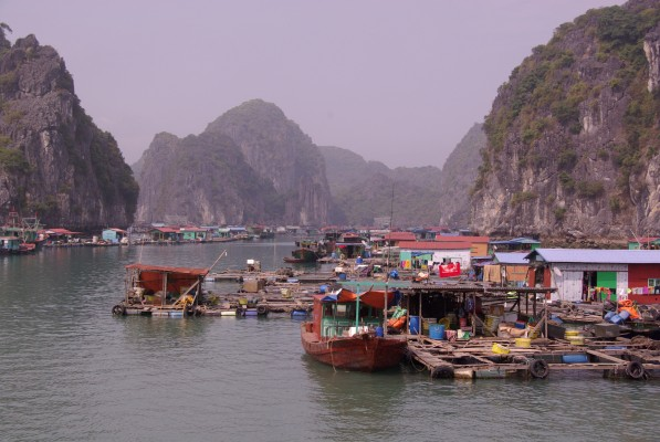 Village de pêcheurs, Baie d' Ha Long